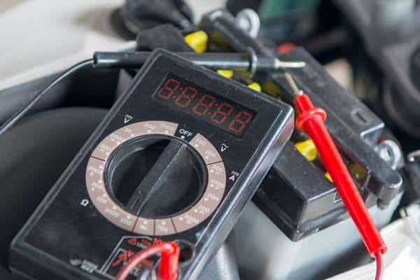 cuanto dura una bateria de moto
